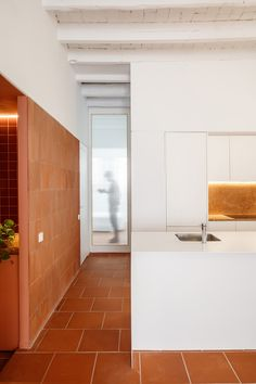 Exposed brickwork, vaulted ceilings and terracotta floor tiles feature throughout this renovated Barcelona apartment by Spanish architecture studio CRÜ. Spanish Interior, Modern Interior, Interior Architecture, Interior Design, Classic Interior, Apartment Interior, Kitchen Interior, Home Tiles Design, Painted Brick Walls