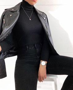 Geripptes Rollkragen-Strickpullover-Oberteil Schwarz gestrickt ideen - 2020 Fashions Woman's and Man's Trends 2020 Jewelry trends Black Women Fashion, Look Fashion, Winter Fashion, Womens Fashion, Fashion Trends, Fashion Ideas, Unique Fashion, Fashion 2017, Girl Fashion Style