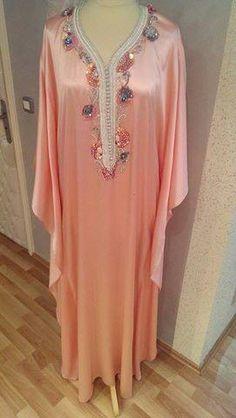 Caftan Caftan Dress, Hijab Dress, Modest Fashion, Fashion Outfits, Arabian Women, Moroccan Caftan, Home Outfit, Mode Hijab, Pakistani Dresses