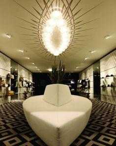 Creneau International › V di Ventura, Shoe Shop