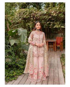 Shadi Dresses, Pakistani Formal Dresses, Pakistani Wedding Outfits, Pakistani Fashion Casual, Indian Bridal Outfits, Pakistani Bridal Wear, Indian Fashion Dresses, Pakistani Dress Design, Indian Designer Outfits