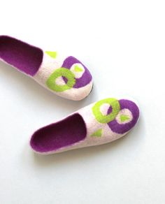 Women wool slippers white purple and lime green ♡ by AgnesFelt