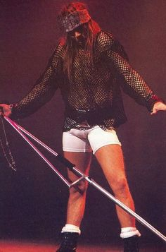 Like David Lee Roth and Robert Plant before him, Axl Rose knows how to show off his bulge. Check out some of the classic Axl rocking out in biker shorts photos. Guns N Roses, Metallica, Axl Rose Slash, Welcome To The Jungle, Barbie, Look Vintage, The Duff, Cool Bands, Hard Rock
