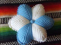Almohadas tejidas a crochet, relleno algodón siliconado, midenaproximadamente 35cm Crochet Mandala, Crochet Motif, Crochet Flowers, Crochet Patterns, Crochet Cushions, Crochet Pillow, Crochet Home, Crochet Baby, Smocking Patterns