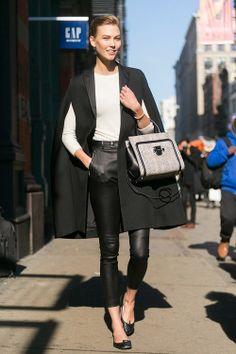 Fashion Week Models Off Duty Chic Ideas Semi Casual Outfit, Casual Outfits, Models Off Duty, Office Looks, Fashion Mode, New York Fashion, Street Fashion, Karlie Kloss Style, Look Blazer