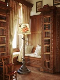 20 Window Seat Book Nooks We'd Love to Have in Our Home Library Corner, Corner Nook, Corner House, Corner Seating, Mini Library, Library Shelves, Library Room, Dream Library, Sweet Home