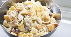 Salater finnes i mange former, vanligst er vel den tradisjonelle tilbehørs-salaten bestående av isbergsalat, agurt, tomat osv. I de...