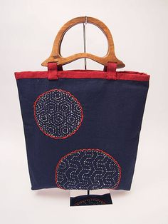 HANDMADE with love, no other like it! Sashiko embroidery Bag Sashiko is a form of Japanese folk embroidery using a variation of running stitch to create a patterned background. The Japanese word sashi Hungarian Embroidery, Sashiko Embroidery, Embroidery Works, Embroidery Bags, Folk Embroidery, Japanese Embroidery, Learn Embroidery, Hand Embroidery Patterns, Embroidery Stitches