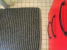 SATEENKAARIA JA SERPENTIINIÄ: Kylpyhuoneen matto
