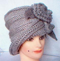 Free Crochet Cloche Hat Pattern with Flower Women's Crochet Turban, Crochet Adult Hat, Baby Girl Crochet, Crochet Scarves, Free Crochet, Knit Crochet, Yarn Flowers, Crochet World, Love Hat