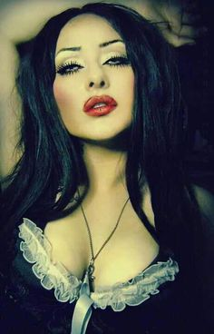 ★ViCtOriA MuRdEr★ lOvE her makeup