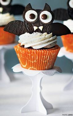 halloween oreo bat cupcake recipe from todays parent magazine - Decorating Cupcakes For Halloween