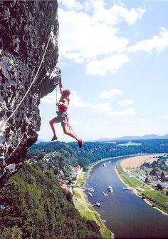 #Klettern in der #Sächsischen_Schweiz - Die Sächsische Schweiz ist eines der bekanntesten #Klettergebiete_Deutschlands. Das Klettern in dieser Region wird von einigen Besonderheiten geprägt. Es gilt eine strenge Kletterethik, die in den bereits seit 1913 geltenden Sächsischen Kletterregeln verbindlich niedergelegt ist. (Textquelle: Wikipedia)