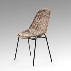 """Le KUBU est une matière première provenant d&#39 Indonésie. La chaise en KUBU apporte lumière et chaleur au décor.    La chaise BANGORest une chaise fabriquée en KUBU, une variété de Rotin, plus grosse et résistante.    Choisissez une chaise en KUBU sobre et élégante    Réalisée avec des finitions naturelles, sa couleur s&#39 intègre parfaitement dans un intérieur colonial ou moderne.  Sa petite touche """"factory"""" est apportée par sa structure en métal.    KHA HOME DESIGN a..."""
