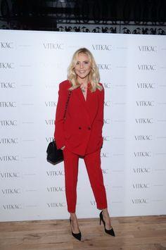 Maja Sablewska w czerwonym garniturze
