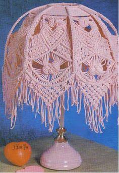 Pantalla para lampara con la técnica macramé hermosa idea para decorar la pieza de una niña OjoconelArte.cl  