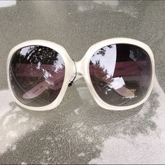 """✨ NWT """"nicole"""" sunglasses ✨ pearly white """"nicole"""" sunglasses   new with tags   not from listed brand   feel free to offer & negotiate   ask about bundles! ❤️ Brandy Melville Accessories Sunglasses"""