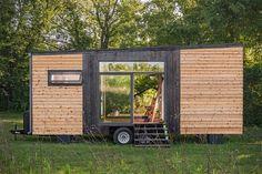 Winzige Häuser sind voll im Trend. Die Firma New Frontier aus Nashville im US-Bundesstaat Tennessee bietet neuerdings mit dem Alpha Tiny Home auch eins an. Mit einer Grundfläche von nur 22 Quadratmetern erfüllt es die Bedingungen für minimales Wohnen, denn