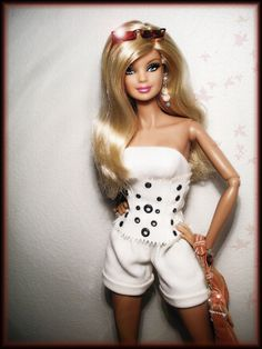 - Inga -  {Im seeing more and more Barbies turning up on articulated bodies. Ive heard about switching heads on the Fashionistas to get the articulation for older dolls.  this photo!}#Repin By:Pinterest++ for iPad#