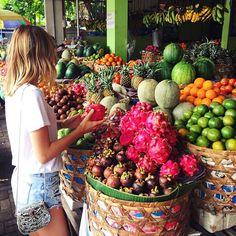 Roadside fruit market stop on my last morning in Bali