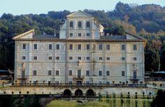 And this is the real thing - Villa Aldobrandini, Frascati, Italy  (http://www.al-pino.it/images/villa%2520aldobrandini.jpg)