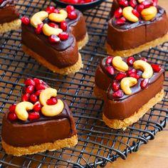Bol Çikolatalı Kalp Pasta