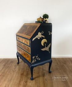 Hand Painted Furniture, Old Furniture, Upcycled Furniture, Unique Furniture, Furniture Makeover, Decoupage Furniture, Refurbished Furniture, Bureau Upcycle, Writing Bureau