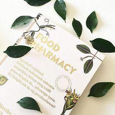 Czy pisałam Wam już o książce, która potrafi odmienić największego kurczakożercę w fana warzyw? Zmienić nawyki żywieniowe nie po to, żeby schudnąć, ale żeby być zdrowszym? Nauczyć, jak dbać o florę jelitową i przekonać, że jest to konieczne? ⠀⠀⠀⠀⠀⠀⠀⠀⠀Food Pharmacy autorstwa Liny Nertpy Aurell i Mii Clase to obowiązkowa pozycja dla każdego, kto chciałby wziąć własne zdrowie w swoje ręce. Napisana lekko, poparta badaniami naukowymi, z fajnymi zdjęciami i ciekawymi przepisami.⠀⠀⠀⠀⠀⠀⠀⠀⠀I jeszcze Place Cards, Place Card Holders, Instagram