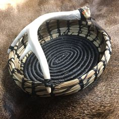 Pine Needle Crafts, Seagrass Baskets, Wooden Benches, Native American Baskets, Pine Needle Baskets, Turkey Feathers, Cat Condo, Pine Needles, Weaving Art