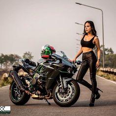 Biker girl & Kawasaki Ninja H2