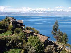 Lago Titicaca y al fondo los Andes. Bolivia, Sudamérica