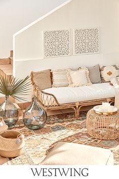 Die Temperaturen steigen, der Garten steht in voller Blüte, der Sommer ist da. Deshalb werden Balkon und Garten für Geburtstagspartys, Grillfeiern oder Sommerfeste aufgehübscht. Alles, was Ihr dafür braucht, findet Ihr jetzt auf WestwingNow unter der Kategorie Outdoor & Garten! // Interior Inspo Möbel Dekoration Wohnideen Home Einrichten #westwing #mywestwingstyle #outdoor #sommer #zuhause Interior Garden, Interior Decorating, Interior Design, Aesthetic Rooms, Bohemian Living, Nordic Style, Living Room Decor, Patio, Home Deco