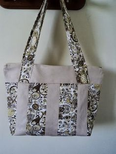 Step by Step Easy-to-Fabric Cloth / Bag + 31 Templates to Get You Inspired . Sacs Tote Bags, Fabric Tote Bags, Patchwork Bags, Quilted Bag, My Bags, Purses And Bags, Bag Quilt, Fab Bag, Handmade Purses