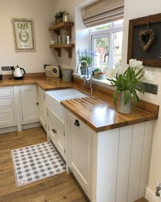 86 Popular Kitchen Remodeling Trends You Can Have In Your Own Homes 41 - homydezign Small Country Kitchens, Shaker Style Kitchens, Cottage Kitchens, Home Kitchens, Small Cottage Kitchen, Shaker Kitchen, Home Interior, Kitchen Interior, New Kitchen