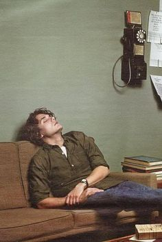 www.sofakingnews.com wp-content uploads 2013 08 JohnMayer-sleeping.jpg