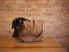 ORIGIN  I want something classic and durable for daily use. This zippered tote with detachable strap is chic and simple! The waxed canvas I use is a