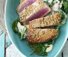 Rezept: Gebratener Thunfisch mit Sesam und Spinat