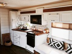 20 dramatic camper makeover for full time traveling - Wohnwagen House, Interior, Home, Remodel, Remodeled Campers, Tiny Living, Camper Living