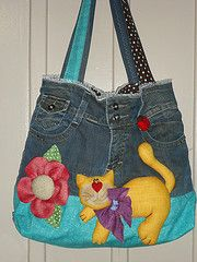 Bolsas varias. Patchwork Bags, Quilted Bag, Jean Purses, Purses And Bags, Diy Tote Bag, Tote Bags, Denim Handbags, Denim Purse, Cat Bag