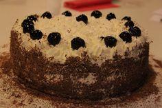 Schwarzwaelder-Kirschtorte, conosciuta anche come Torta della foresta nera, è un dolce sontuoso e squisito.