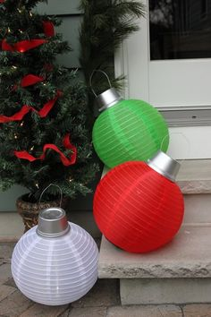 How to Make Giant Solar-Powered Christmas Lights Large Christmas Ornaments, Outside Christmas Decorations, Best Christmas Lights, Simple Christmas, Christmas Bulbs, Christmas Lights Outside, 242, Christmas Projects, Christmas Ideas