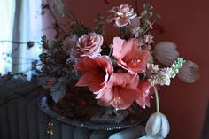 Amaryllis are a winter staple in our repitoir; along side anemones, ranunculus, sweet peas, etc. Grown as a potted bulb flower, these dramatic beauties help us to create large lush arrangements in a season that offers lots of small sized fleurs.
