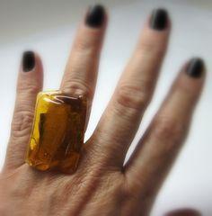 anel de vidro   ambar transparente  Base metal n 20 ajustável   2,5  x  3,5 cm    MAIS ANÉIS DE VIDRO EM:  http://www.elo7.com.br/glassbijoux/  . R$32,00