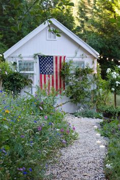 Simple 4th of July decorating  -      It is almost that fireworks filled celebration.   All about the red, white and blue.