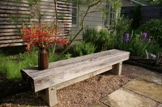 Exactly what I was looking for... DIY simple garden bench.