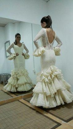All in white Flamenco Costume, Flamenco Skirt, Flamenco Dancers, Flamenco Dresses, Spanish Costume, Spanish Dress, Dressy Dresses, Cute Dresses, Beautiful Dresses