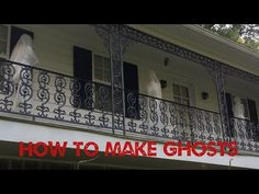 These Halloween DIY Projects show you how to make your own Halloween ghosts using packing tape or clear scotch tape. All of these Ghosts are fun to make and even spookier to decorate your Halloween party with. Fete Halloween, Halloween Yard Decorations, Halloween Home Decor, Outdoor Halloween, Halloween Projects, Halloween Stuff, Halloween Ideas, Modern Halloween, Halloween 2017