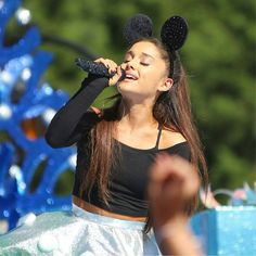 Tb to Christmas day when Ariana Grande was performing on the disney christmas parade 2015 Ariana Grande 2016, Ariana Grande Images, Ariana Grande Dangerous Woman, Dangerous Woman Tour, Disney Christmas Parade, Christmas 2015, Bae, Celebrity Fashion Looks, Online Photo Gallery