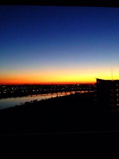 夜明け前。実際はもっと綺麗でした!