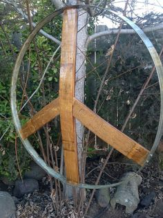 Wine barrel hoop and staves formed to make a peace sign. Wine Barrel Chairs, Wine Barrel Rings, Wine Barrel Furniture, Wine Barrels, Barrel Projects, Wood Projects, Wine Barrel Lazy Susan, Barris, Recycled Wine Bottles